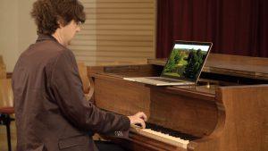 Carsten v Bothmer am Klavier © Guenter Wallbrecht