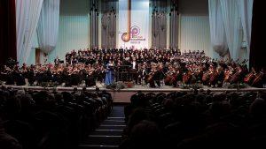 Wolgograd_Konzert_Orchster_Chor © Guenter Wallbrecht