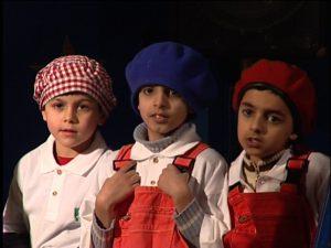 Zirkus Mignon 3 jungen Blick in Kamera