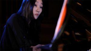 Döhl Yu Jung Yoon am Flügel Standfoto